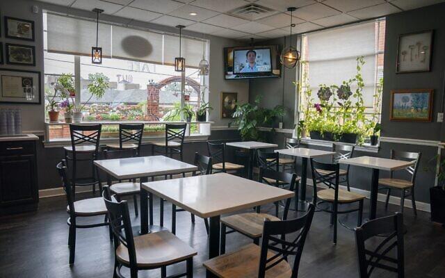 Illustration : Tables d'un restaurant. (AP Photo/J. Scott Applewhite)