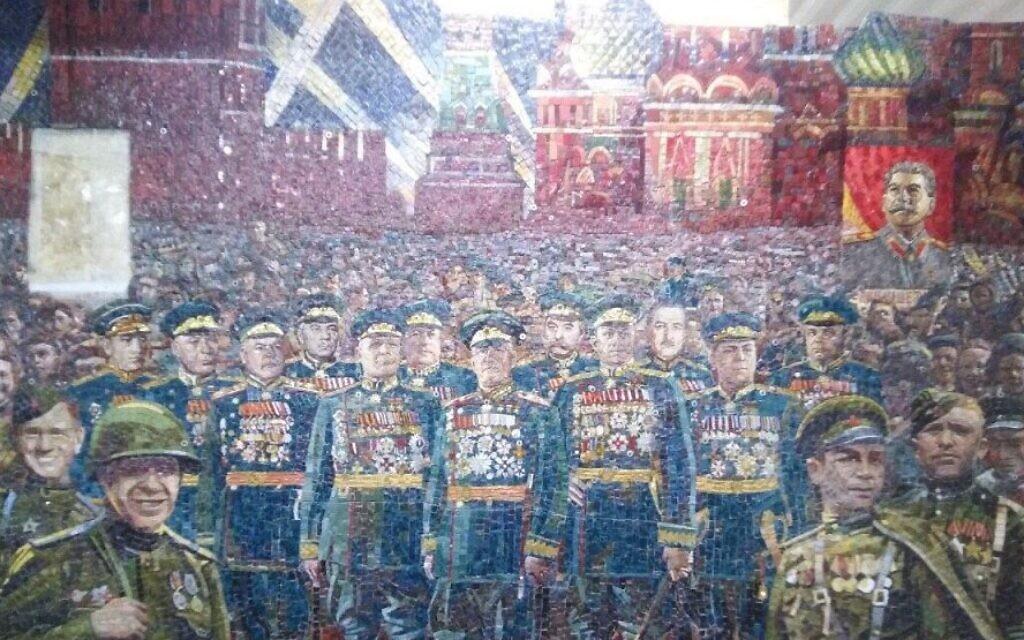 Un portrait de Staline sur cette composition qui devait être dévoilée dans la cathédrale des forces armées russes. (Autorisation de MBH Media)