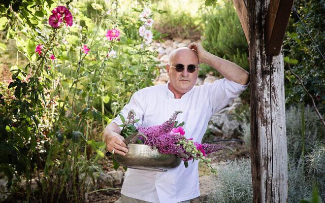 """Le chef israélien Erez Komarovsky est l'un des ambassadeurs culinaires au programme de """"YesChef"""", une nouvelle plateforme créée par l'entrepreneur Steve Avery (Autoirsation : YesChef)"""