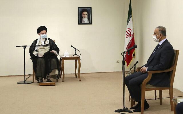 Le guide suprême iranien, l'ayatollah Ali Khamenei, à gauche, s'entretient avec le Premier ministre irakien Moustafa al-Kadhimi, lors de leur réunion à Téhéran, en Iran, le 21 juillet 2020. (Bureau du guide suprême iranien via AP)