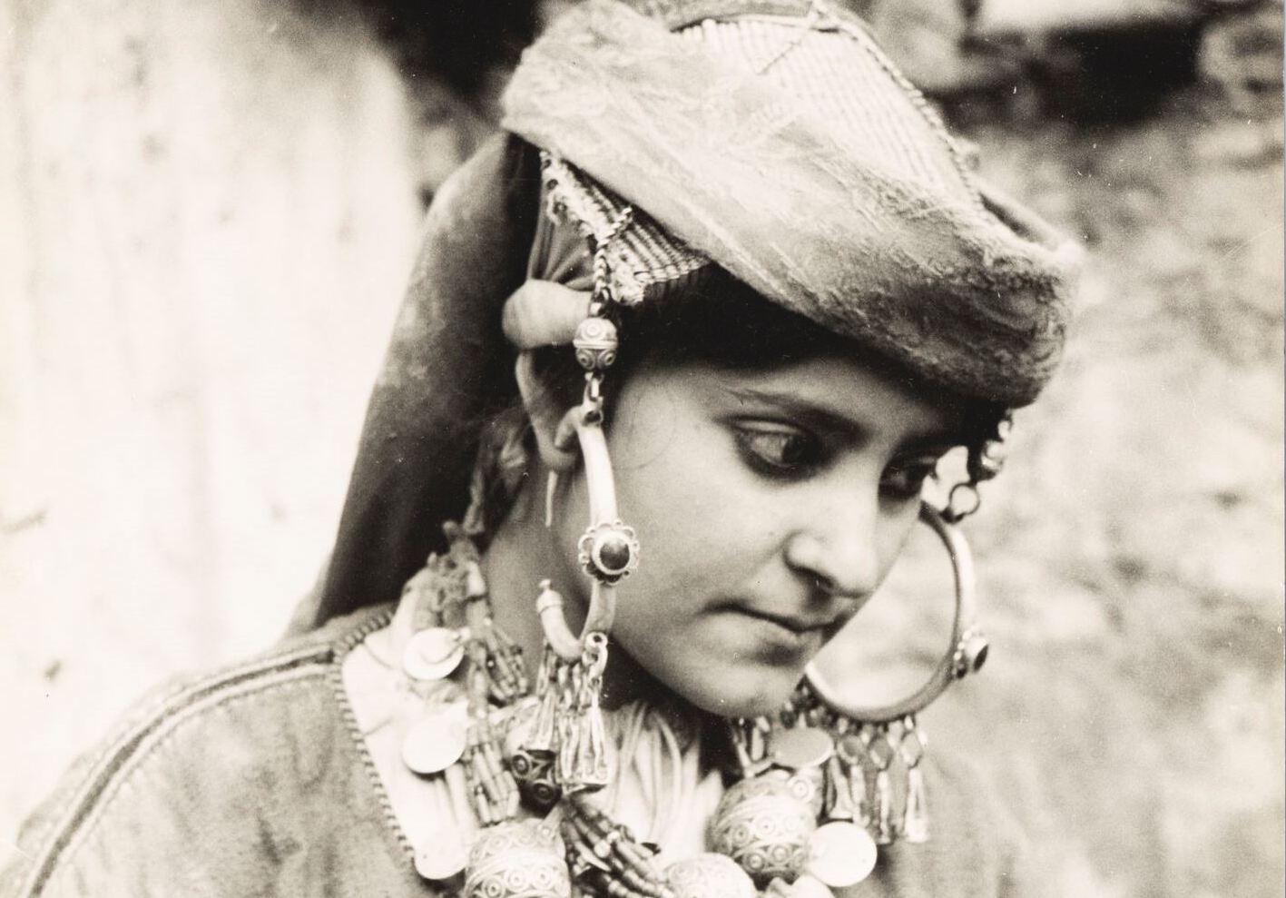 Tiznit, région du Souss. Femme juive en costume journalier. (Crédit : mahJ © Adagp, Paris, 2020)