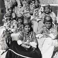 Tahala, région du Souss. Femmes juives en costume traditionnel. (Crédit : Collection Sarah Assidon-Pinson © Adagp, Paris, 2020)