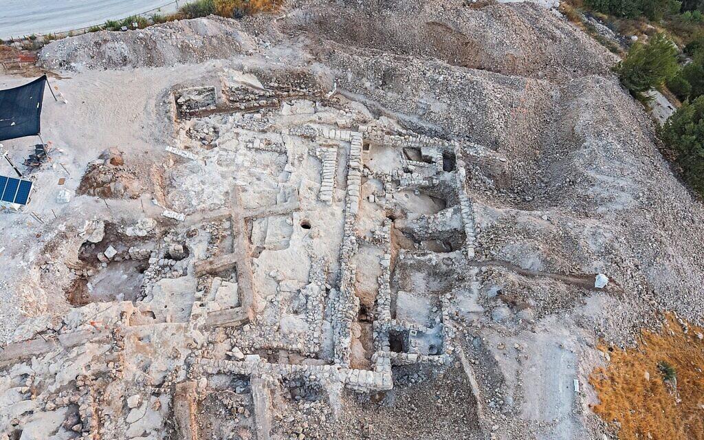Image aérienne de la fouille du quartier d'Arnona d'un complexe administratif de 2 700 ans à Jérusalem. (Yaniv Berman, Israel Antiquities Authority)