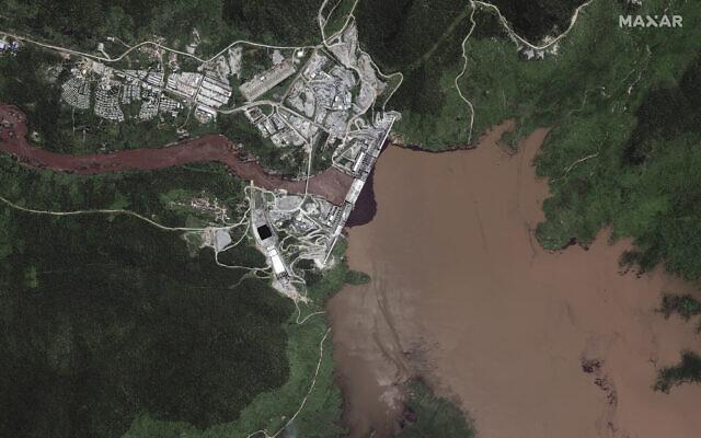 Le grand barrage de la Renaissance éthiopienne sur le Nil dans la région de Benishangul-Gumuz en Éthiopie, le 12 juillet 2020. (Maxar Technologies via AP)
