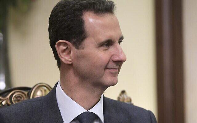 Le président syrien Bachar al-Assad écoute son homologue russe Vladimir Poutine lors de leur rencontre à Damas, en Syrie, le 7 janvier 2020. (Crédit : Alexei Druzhinin/Sputnik, Kremlin Pool Photo via AP)