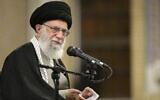 Le Guide suprême iranien, l'Ayatollah Ali Khamenei, s'adresse à un groupe d'habitants de la ville de Qom, à Téhéran, en Iran, le 8 janvier 2020. (Bureau du Guide suprême iranien via AP)