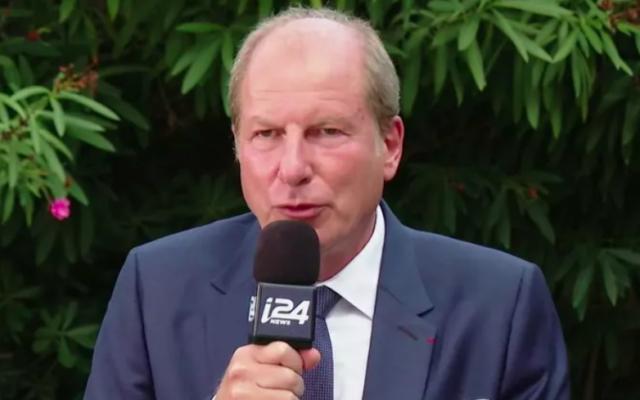L'ambassadeur de France en Israël, Eric Danon, au micro d'i24NEWS, le 14 juillet 2020. (Crédit : i24NEWS)