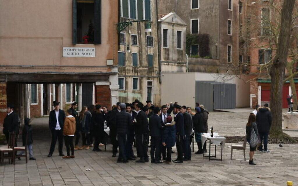 Des Juifs orthodoxes dans l'ancien ghetto juif de Venise (Crédit : Paolo Raccanelli)