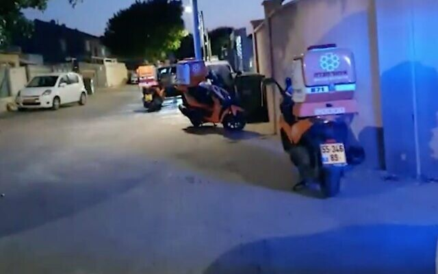 Capture d'écran d'une vidéo de l'endroit où un petit garçon de quatre ans a été abandonné pendant plusieurs heures dans une voiture, le 20 juillet 2020. (Crédit : Walla news)