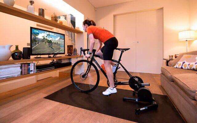 En juillet, des milliers de cyclistes participent à un tour de France virtuel sur Zwift. (Crédit :Zwift)