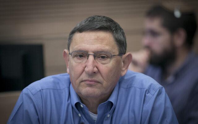 Udi Adam, alors directeur général du ministère de la Défense, assiste à une réunion de la commission des finances à la Knesset, à Jérusalem, le 6 décembre 2016. (Yonatan Sindel/Flash90)