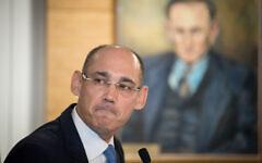 Le gouverneur de la Banque d'Israël, Amir Yaron, lors d'une conférence de presse, le 31 mars 2019. (Yonatan Sindel/Flash90)