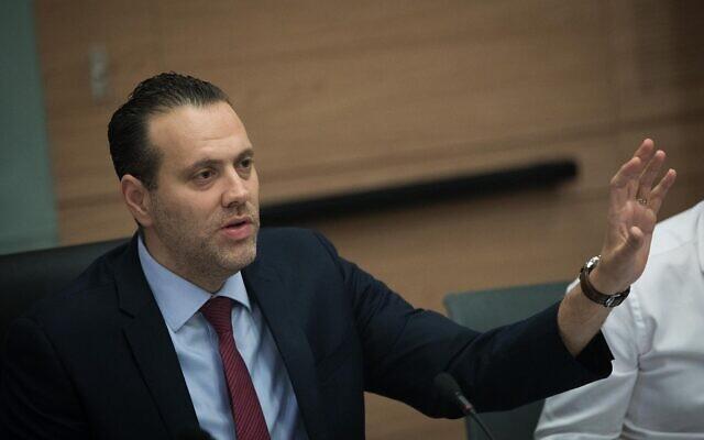 Le député et chef de la coalition actuel Miki Zohar lors d'une commission à la Knesset de Jérusalem, le 21 mai 2019 (Crédit : Yonatan Sindel/Flash90)
