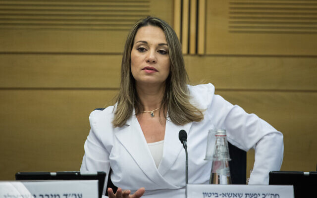 Yifat Shasha-Biton, membre de la Knesset, assiste à la commission de l'éducation, de la culture et des sports, le 15 juillet 2019. (Hadas Parush/Flash90)