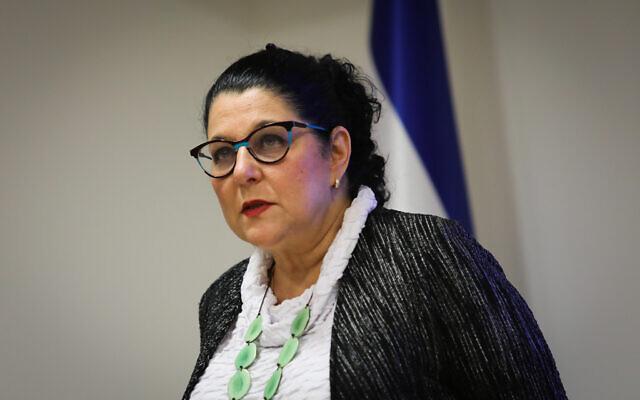 La professeur Siegal Sadetzki, directrice de la santé publique au ministère de la Santé, s'exprime lors d'une conférence de presse sur le coronavirus COVID-19, au ministère de la Santé à Jérusalem, le 31 mai 2020. (Flash90)