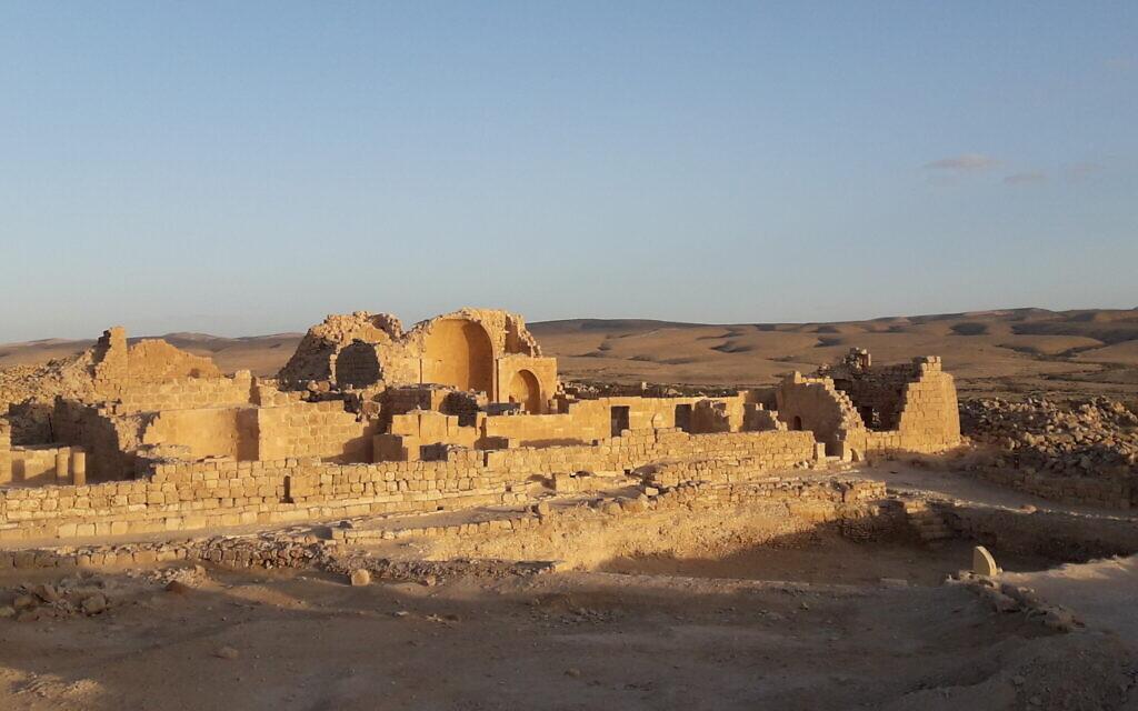 La partie centrale de Shivta, ville du Néguev de l'époque byzantine, avec son église byzantine (au centre). (Guy Bar-Oz/Université de Haïfa)