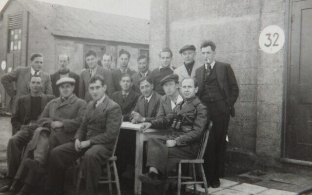 Hugo Heilbrunn et les membres de la cabane 32 (Autorisation/Famille de Hugo Heilbrunn)