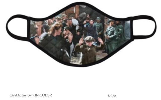 Capture d'écran d'une page internet faisant la publicité d'un masque arborant une célèbre photo de la Shoah (Capture d'écran/ www.HolocaustFaceMasks.com via JTA)
