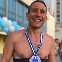 Ari Vroman s'est entraîné et a participé à un Ironman personnel à Tel-Aviv, dans le sillage du coronavirus (Autorisation : Ari Vroman)