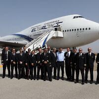 Des pilotes israéliens de la compagnie aérienne El Al à l'aéroport, le 20 avril 2020. (Yaakov Naumi/Flash90)
