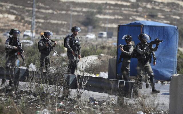 La police israélienne des frontières à proximité de l'implantation juive de Beit El en Cisjordanie, le 23 septembre 2019.  (Flash90)