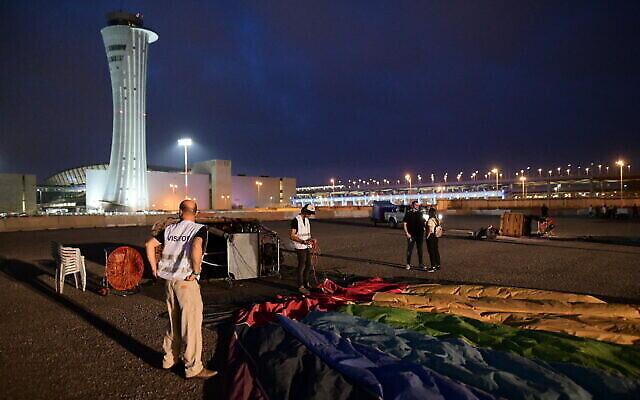 Des montgolfières décollent de l'aéroport international Ben Gurion à proximité de Tel Aviv, le 25 juillet 2020. (Photo par Tomer Neuberg/Flash90)