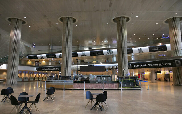 Le hall d'arrivée vide de l'aéroport Ben Gurion, le 12 juin 2020. (Photo par Olivier Fitoussi/Flash90)