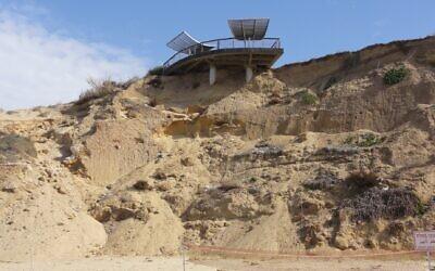 Des falaises en cours d'effondrement à Ashkelon, dans le sud d'Israël (Autorisation : Compagnie gouvernementale de préservation des falaises côtières de méditerranée)