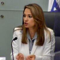 La députée Yifat Shasha-Biton lors d'une réunion de la commission du coronavirus de la Knesset, le 19 juillet 2020. (Capture d'écran : Knesset livestream)