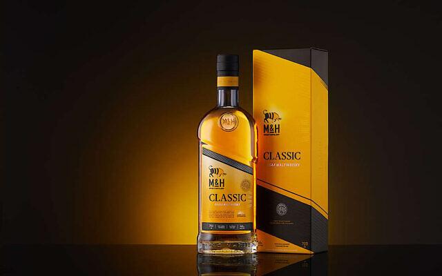 Le premier whisky fabriqué à Tel Aviv par la distillerie Milk & Honey. (Crédit : Milk & Honey)