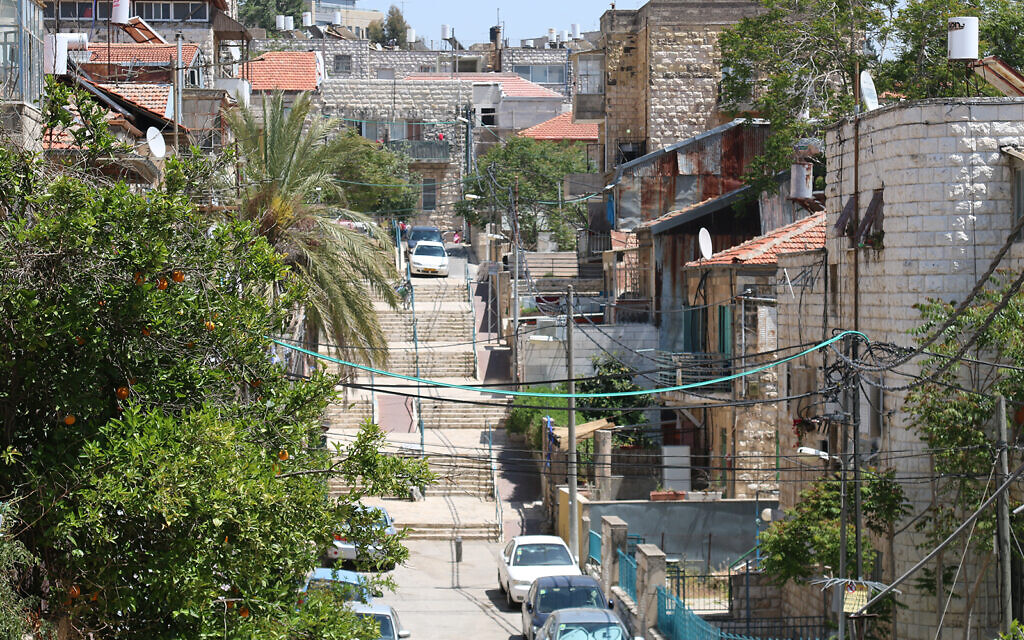 Hamadregot street dans le quartier Nahlaot de Jérusalem, qui accueillait un grand nombre d'immigrants kurdes israéliens au début des années 1990. La communauté compte aujourd'hui plus de 100 000 personnes (Crédit :Shmuel Bar-Am)