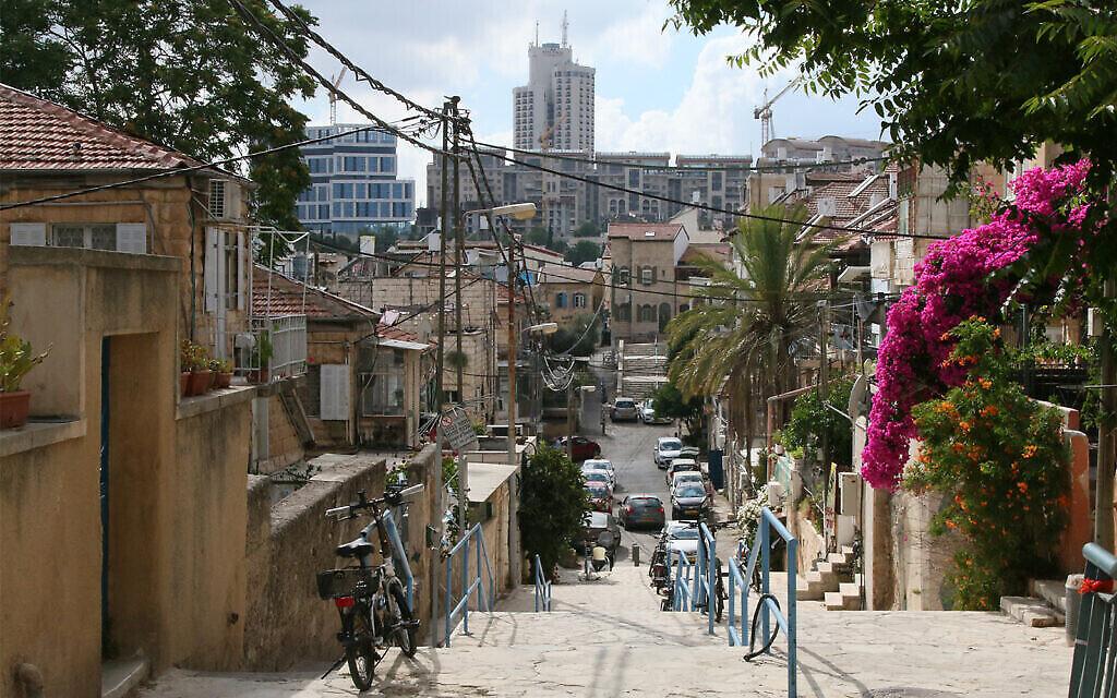 Hamadregot street à Nahlaot, à Jérusalem, où s'étaient installés un grand nombre d'immigrants kurdes au début du 20è siècle (Crédit :  Shmuel Bar-Am)