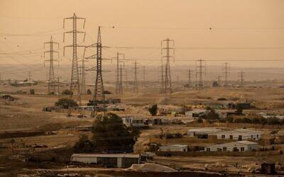 Photo d'illustration : Les villages non-reconnus autour de Ramat Hovav, dans le sud d'Israël souffrent d'un niveau élevé de pollution en raison des usines chimiques environnantes, le 27 décembre 2017 (Crédit : Yaniv Nadav/FLASH90)