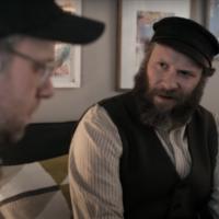 """Seth Rogen incarne un immigrant du début du 20e siècle aux États-Unis, à droite, catapulté dans le futur, à gauche, dans son prochain film """"An American Pickle."""" (Capture écran / YouTube via JTA)"""