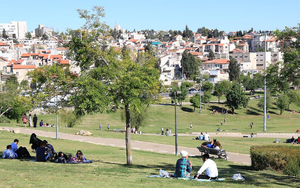 Le parc Sacher et Nahlaot à Jérusalem. (Crédit : Shmuel Bar-Am)