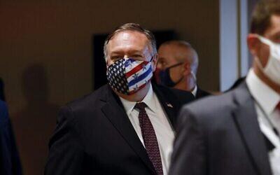 Le secrétaire d'État américain Mike Pompeo quitte une réunion avec des membres du Conseil de sécurité de l'ONU au sujet du non-respect présumé de l'accord nucléaire par l'Iran, à New York, le 20 août 2020. (Crédit : MIKE SEGAR / POOL / AFP)