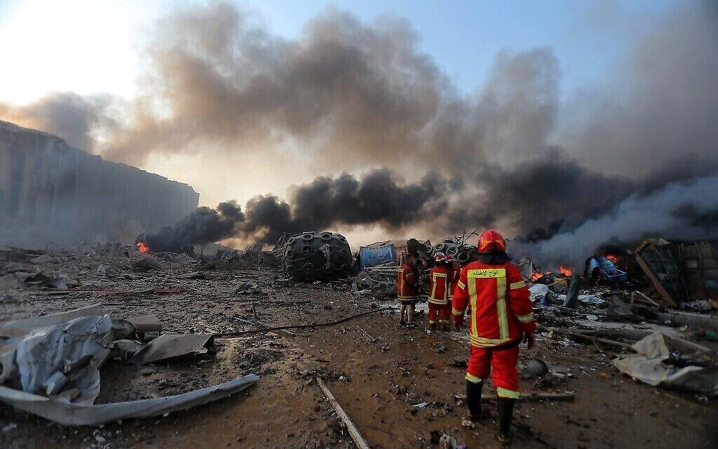 Une photo montre le site d'une explosion dans le port de la capitale Beyrouth, au Liban, le 4 août 2020. (Crédit :  STR / AFP)