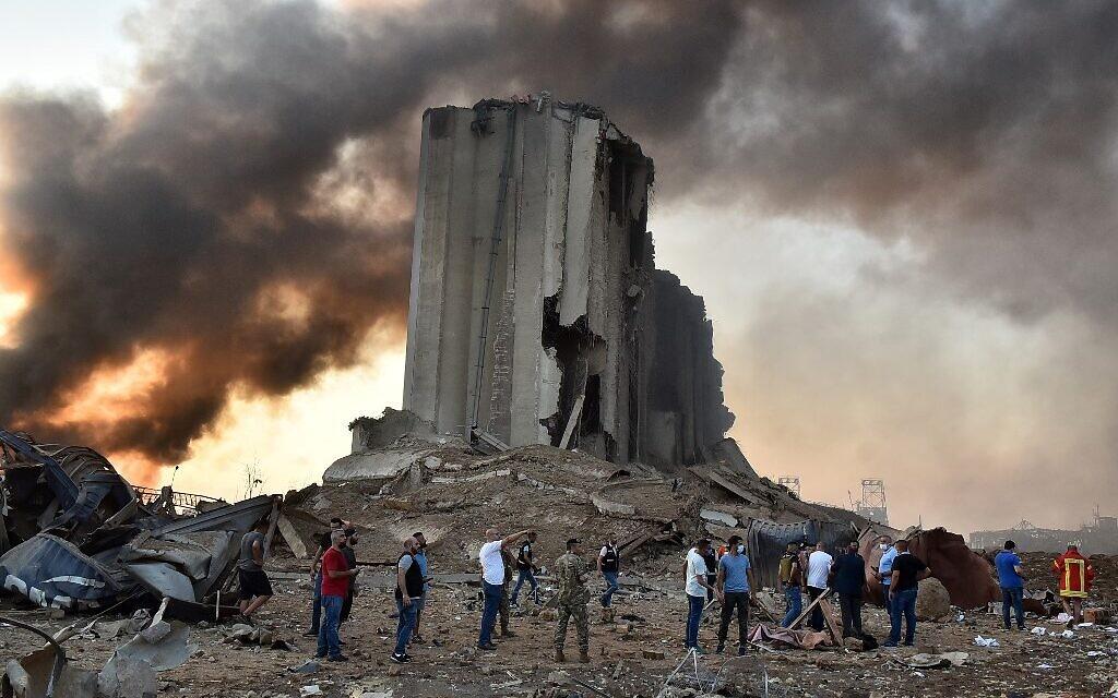 Un silo détruit sur les lieux de l'explosion survenue dans le port de Beyrouth, capitale du Liban, le 4 août 2020. (Crédit : STR / AFP)