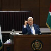 Le chef de l'Autorité palestinienne  Mahmoud Abbas lors d'une réunion conjointe des dirigeants palestiniens suite à la normalisation des liens entre Israël et les Emirats arabes unis (Autorisation : Wafa)