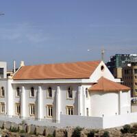 Une vue générale montre la synagogue Magen Abraham, actuellement en cours de restauration, dans la capitale libanaise Beyrouth, le 19 octobre 2010. (JOSEPH EID/AFP via Getty Images via JTA)