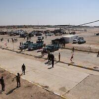 Photo d'illustration : Les forces irakiennes de sécurité se préparent à ouvrir le carrefour entre la ville irakienne et Qaim et la ville de Boukamal en Syrie à Qaim, en Irak, le 30 septembre 2019 (Crédit : AP Photo/Hadi Mizban)