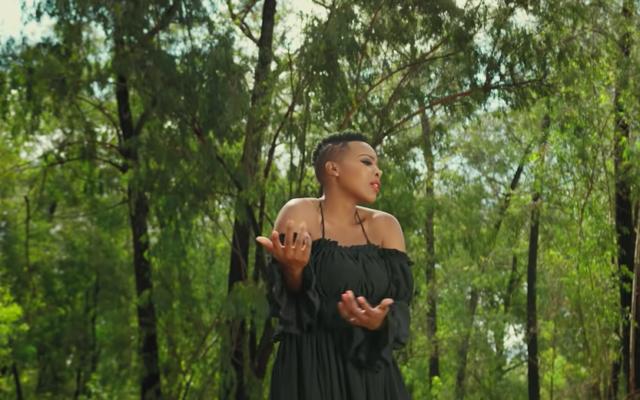 """Capture d'écran du clip """"Jerusalema"""" de  Master KG et de la chanteuse Nomcebo Zikode. (Crédit : YouTube)"""