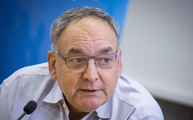 Le professeur Zeev Rotstein, directeur-général de l'hôpital Hadassah, pendant une conférence de presse, le 13 juin 2017 (Crédit : Hadas Parush/Flash90)
