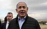 Le Premier ministre Benjamin Netanyahu dans l'implantation de Mevo'ot Yericho, pendant la fête juive de Tu Bishvat, dans la Vallée du Jourdain, en Cisjordanie, le 10 février 2020 (Crédit : Flash90)