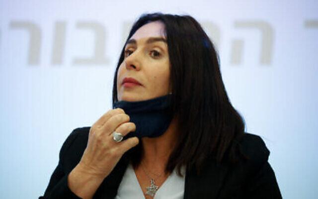 La ministre des Transports, Miri Regev, lors d'une conférence de presse au ministère des Transports à Jérusalem, le 8 juillet 2020. (Olivier Fitoussi / Flash90)