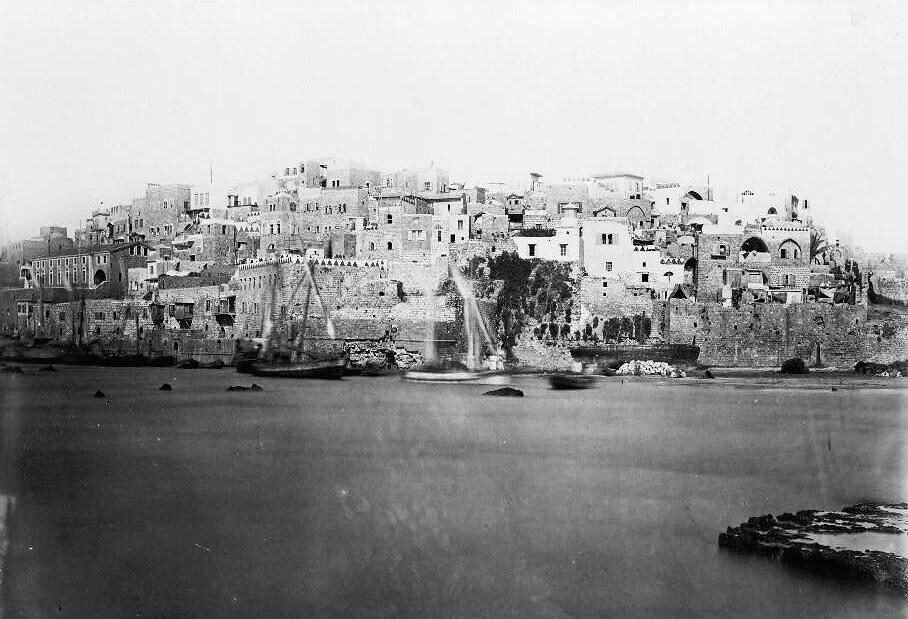 Une photographie de la ville portuaire de Jaffa prise depuis la mer par P. Bergheim, vers 1860. (Bibliothèque du Congrès)