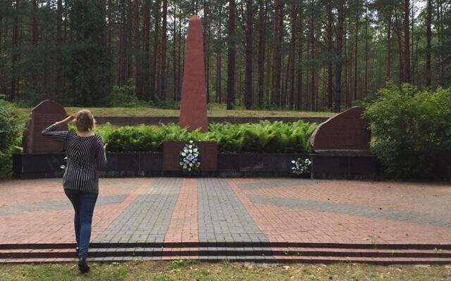 Le mémorial aux Juifs assassinés de Svemcionys, en Lituanie (Crédit : Efraim Zuroff)