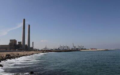 Cette photo du 7 octobre 2015 montre une vue générale de la centrale électrique d'Eshkol, la première en Israël à produire de l'électricité à partir de gaz naturel, dans la ville côtière d'Ashdod. (AP Photo/Tsafrir Abayov, File)