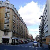 Rue Archereau vue de la rue de Crimée, dans le 19e arrondissement de Paris. (Crédit : CC BY-SA 3.0)