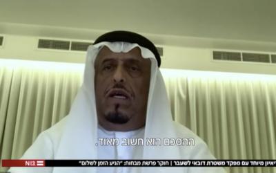 L'ex chef-adjoint de la police et de la sécurité générale de Dubaï, le lieutenant général Dhahi Khalfan Tamim, lors d'une interview avec la Douzième chaîne de télévision israélienne, le 15 août 2020. (Capture d'écran)